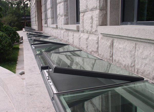 S06 Electronic Control Skylights