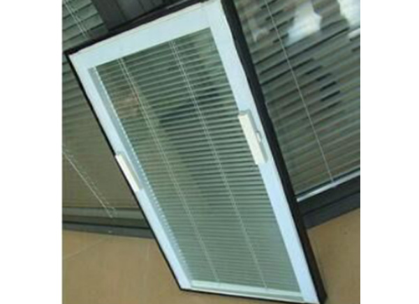 S05 Tilt & Lift -Magnetically Operated Blinds Closed Together To The Top (Handels on both sides)